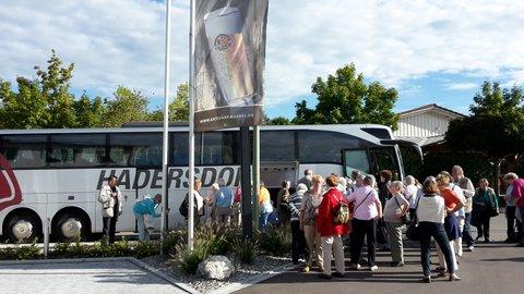 Foto beim Beginn einer gemeinsamen Busreise